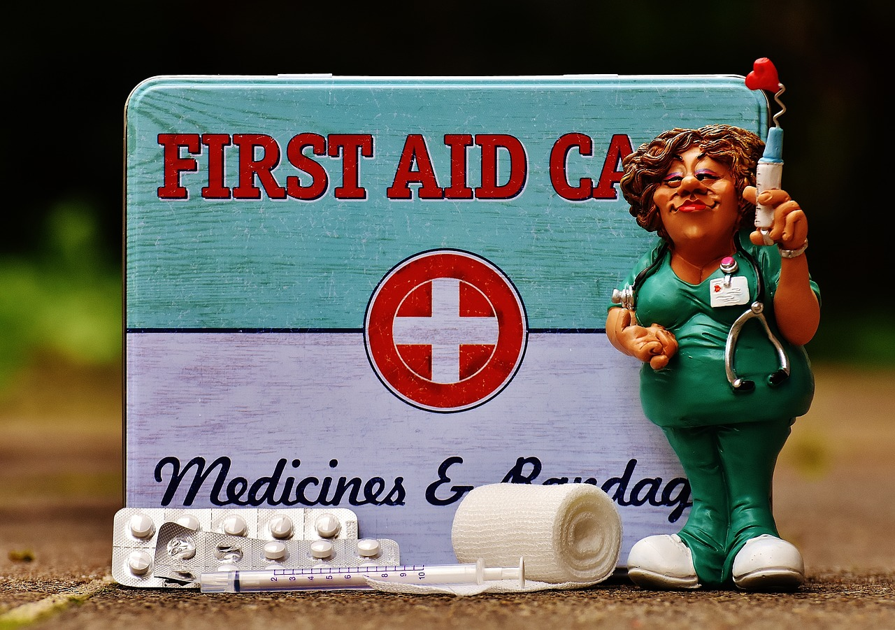 essentials for a first aid kit, first aid kit basic list, emergency first aid kit essentials, first aid kit travel essentials, essentials to a first aid kit