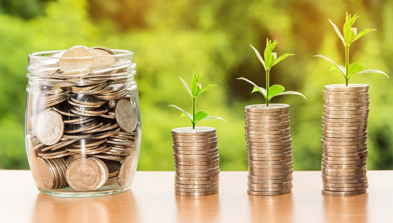 4 Things to Spend on & 4 Things to Save on, Things to spend and save on, what to spend and what to save on, A guide on things to save and things to spend on
